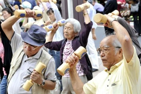Đẻ quá ít, người Nhật sợ chết trong cô đơn, người Hàn lo bị diệt vong