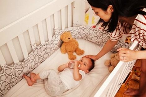 Các mẹ sau khi sinh nhất định về nhà ngoại là quá... lười!