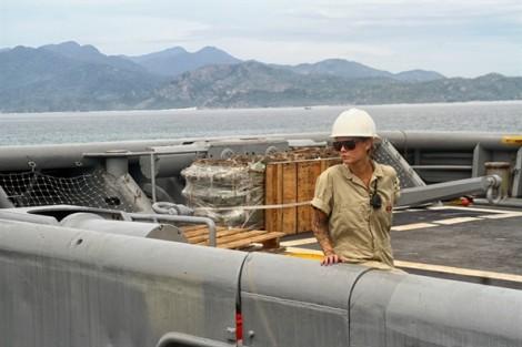 Ngắm tàu khu trục ba thân cực kỳ hiện đại của hải quân Hoa Kỳ tại cảng Cam Ranh