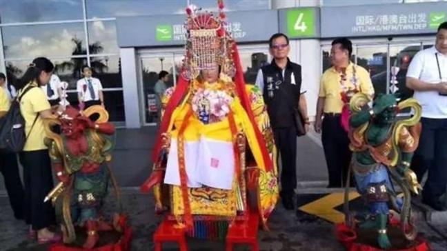 Tuong than Trung Quoc ngoi ve hang thuong gia den Malaysia