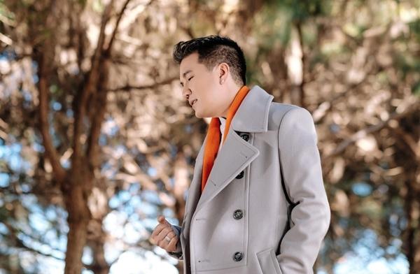 Dam Vinh Hung mat 8 nam de xin phep mot bai hat