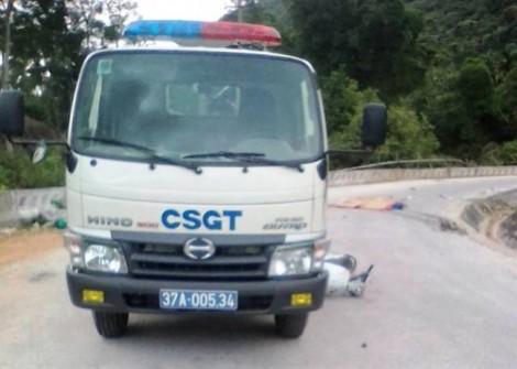 Hai vợ chồng thương vong sau va chạm với xe CSGT