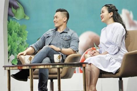Nghệ sĩ xiếc Quốc Cơ hết lời khen bà xã Hồng Phượng trên sóng truyền hình