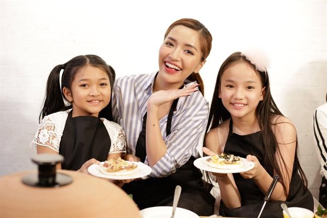 Isaac, Van Mai Huong 'dai chien' chi vi mieng banh pizza