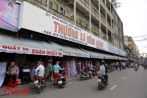 Chợ vải lâu đời nhất Sài Gòn: Mỗi sạp bán một loại 'không đụng hàng'