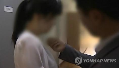 CEO công ty giải trí Hàn Quốc bị bắt giữ vì cưỡng dâm nhiều thực tập sinh
