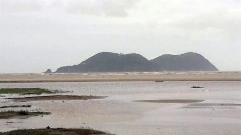 Tìm thấy 4 người trong vụ chìm tàu chở 13 người ở Nghệ An
