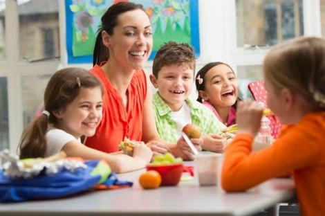 Các mẹ có biết cách cho con ăn không?