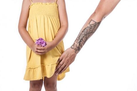 Từ vụ bé gái 4 tuổi bị hiếp dâm: Các mẹ hết dám nghĩ 'Chuyện con người ta, chắc con mình không sao'