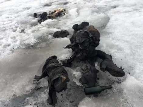 Con gái vỡ òa khi tìm xác cha mẹ ở sông băng, sau 75 năm mất tích