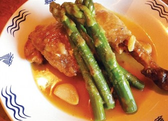 Vào bếp đổi món với măng tây, phở cá