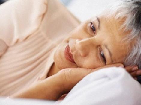 Vợ chồng khốn khổ, lén lút, tốn kém đi nhà nghỉ vì ở nhà mẹ chồng bắt ngủ riêng