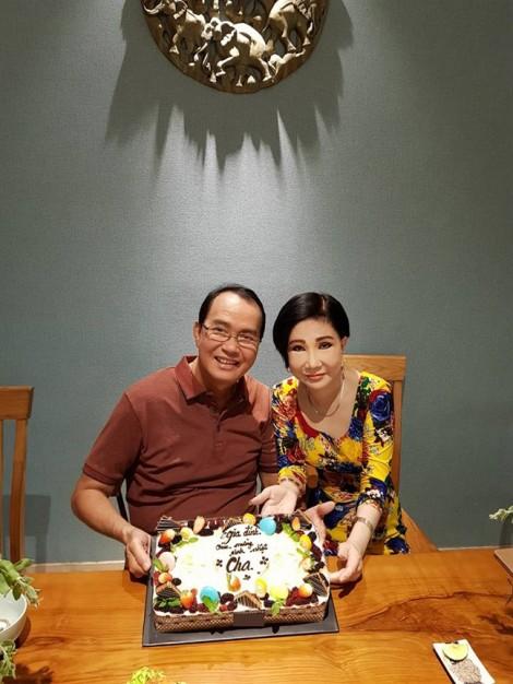 NSƯT Thanh Điền hạnh phúc mừng sinh nhật tuổi 70 bên NSƯT Thanh Kim Huệ