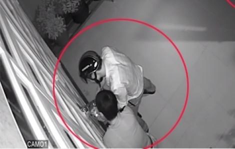 Tám tu sĩ ngủ say trong chùa bị trộm khoắng sạch điện thoại