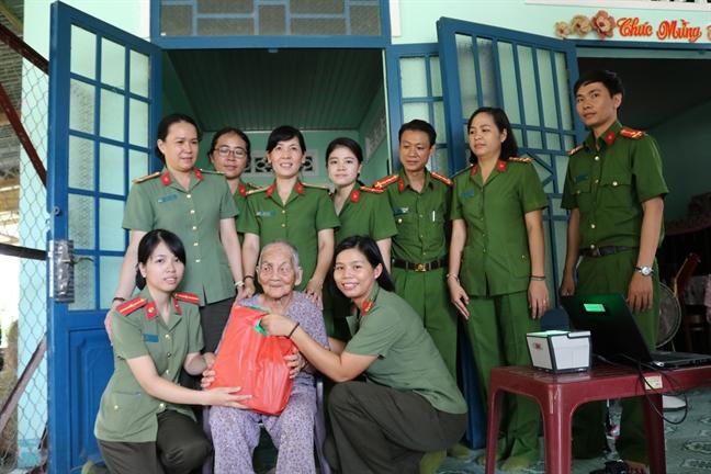 Hoi Phu nu Cong an TP.HCM: Nhieu hoat dong den on dap nghia