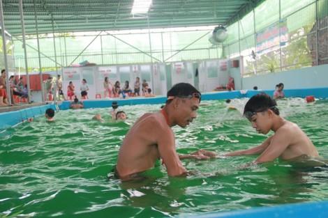 Thầy giáo thể dục bỏ tiền tỷ, xây bể bơi phục vụ trẻ nông thôn