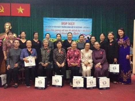 Quận 1: Tặng quà cho 70 nữ cựu tù chính trị