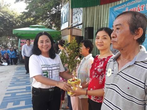 Quận 4: Phát động phong trào 'Gia đình trồng cây xanh'
