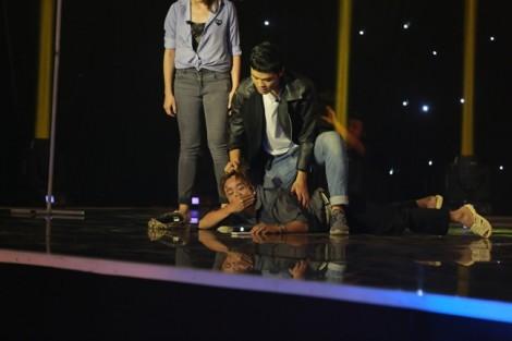 Thí sinh đấm nhau toé máu trên sân khấu vì diễn quá sung