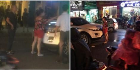 Lại đánh ghen: Vợ bế con gào khóc chặn cửa ô tô chồng và bồ nhí giữa trời mưa