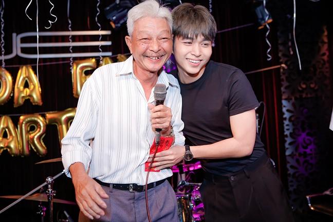 Bo Jun Pham ran day con 6 chu ve tai, duc khi lam nghe