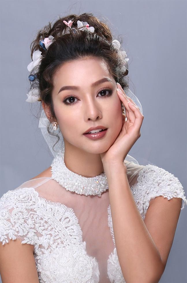 Ho Khanh 'phu phep' Lilly Nguyen thanh co dau xinh dep