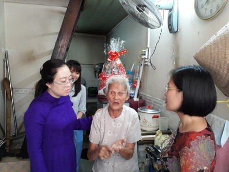 Hội LHPN TP.HCM thăm, tặng quà gia đình chính sách