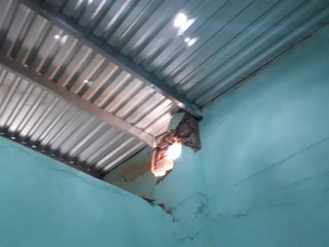 Nổ lớn trên trời, nhiều nhà dân Ninh Thuận bị hư hỏng
