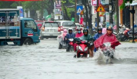 Huế ngập sâu trong nước trước giờ bão số 4 đổ bộ