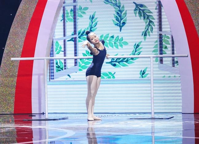 Oc Thanh Van khoc nuc no, cui dau cam on thi sinh nhi mua ballet