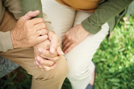 Liều mạng tìm chồng giữa đạn bom, anh chỉ kịp 'ôm và hôn vợ một cái'