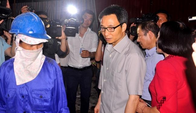 Pho Thu tuong Vu Duc Dam xuong ham cong trinh kiem tra dich sot xuat huyet