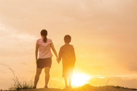 Bố mẹ ly hôn, mẹ đi đâu, con sẵn lòng đi cùng mẹ
