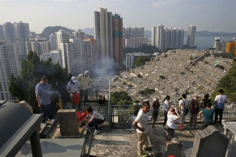 Hong Kong: Sống trong 'căn hộ quan tài', chết loay hoay tìm chỗ chôn