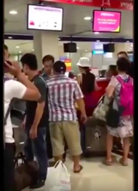 Diễn viên Hiếu Hiền hùng hổ suýt đánh người tại sân bay?