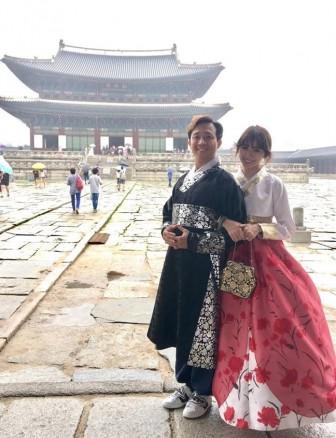 Trấn Thành hôn Hari Won say đắm trong chuyến du lịch tại Hàn Quốc
