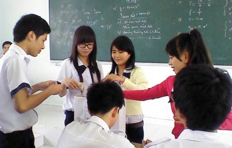 Bắt học sinh cam kết  'ba năm không chuyển trường'