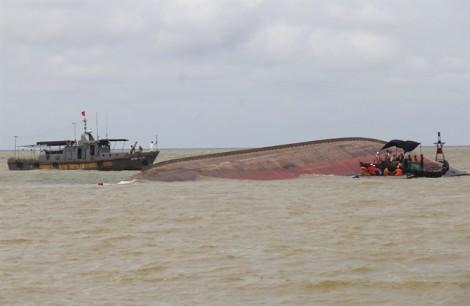 Điều tra nguyên nhân tàu VTB 26 bị lật làm 4 người chết, 2 người mất tích
