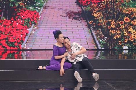 Việt Hương buồn nôn sau khi hôn Anh Đức trên sân khấu