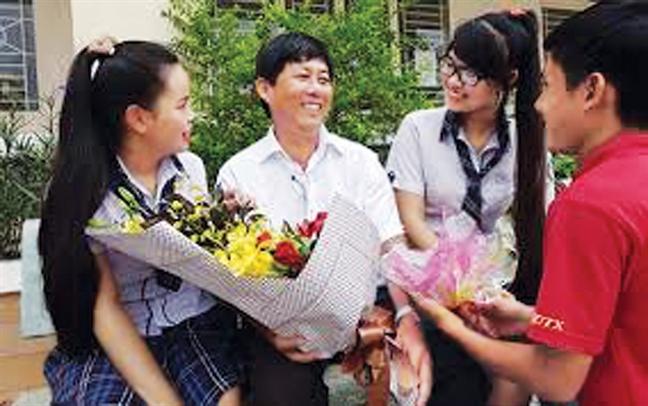 Truong THPT Thu Thiem: Cung xay lai ngoi nha nat