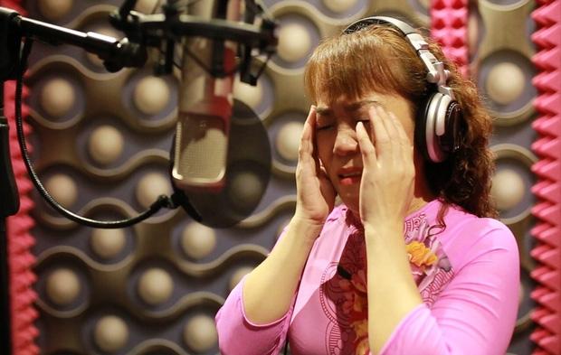 Phuong My Chi phu nhan chuyen co y khong chao hoi co Ut
