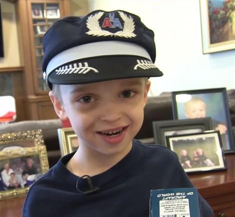 Cậu bé 7 tuổi có nửa trái tim và giấc mơ có thật