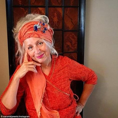 Bỏ qua tuổi tác, người phụ nữ trở thành biểu tượng thời trang mới 'cực chất'
