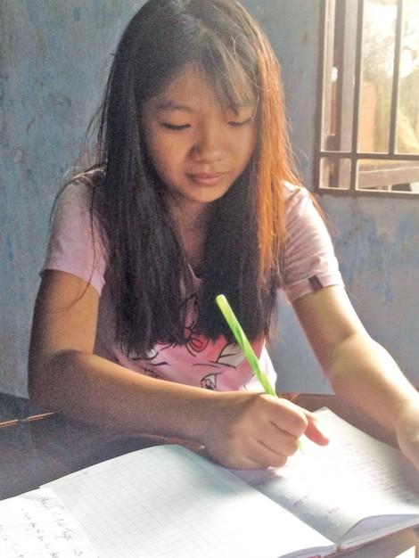 Học bổng 'Nữ sinh hiếu học vượt khó' lần 27: Uớc muốn của Tuyền
