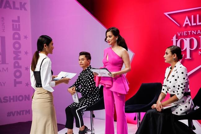 Truong Ngoc Anh mang thi sinh 'Next Top Model' te tat vi hanh xu thieu le do