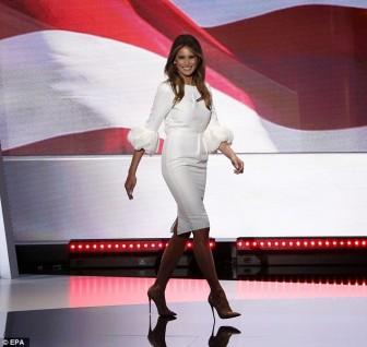 Bí mật ẩn sau đôi giày cao gót của những người phụ nữ nhà Trump