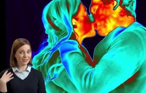 Ảnh hưởng của động tác ôm hôn lên cơ thể tuyệt vời đến mức nào?