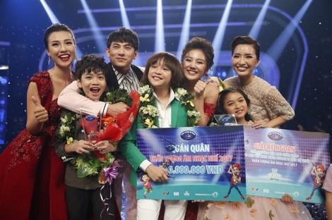 Quán quân 'Vietnam Idol Kids' tiếp tục chiến thắng ở 'Gia đình song ca'