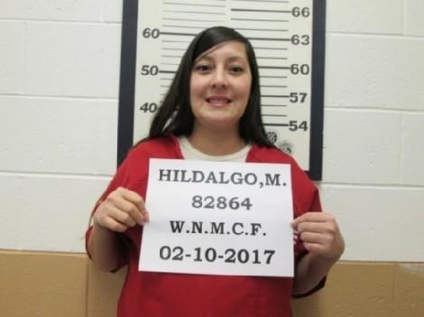 Nữ tù nhân đấu tranh đến cùng để cho con bú từ trong buồng giam