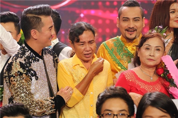 Vang Duong Trieu Vu, Dam Vinh Hung 'quyet chien' voi vo chong Cam Ly